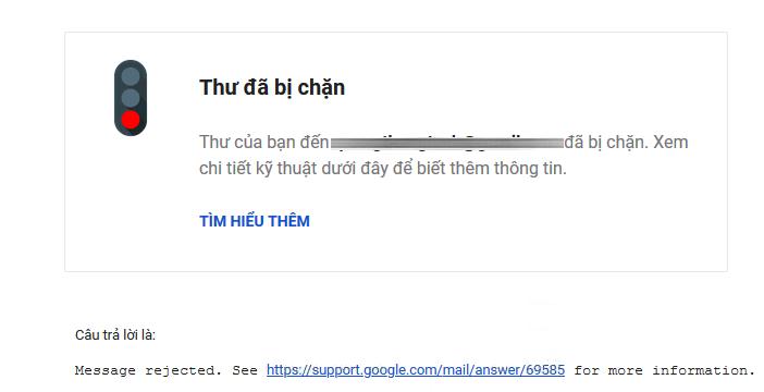 Hiện tượng thư bị trả lại thường do Gmail nghi ngờ thư là thư rác ( thường do tài khoản Gmail của bạn chưa đủ uy tín kết hợp với nội dung thư trông đáng ngờ) nên tạm thời chặn lại. Sau đây là 1 số nguyên nhân cụ thể và cách khắc phục hiện tượng trên:     1. Do đột ngột gửi 1 số lượng thư nhiều mà trước đó chưa từng gửi nhiều Tài khoản Gmail của bạn không hay gửi số lượng nhiều nhưng đột nhiên gửi 1 số lượng thư lớn. Điều này khiến Gmail lo sợ, nghi ngờ bạn gửi thư rác gây hại tới nhiều người nên tạm thời chặn lại.  Cách xử lý: Nếu nghi ngờ do nguyên nhân này, bạn có thể chờ 24 tiếng sau để gửi được tiếp và nên gửi thư với tốc độ chậm & số lượng mail ít trước rồi tăng dần lên sau. Uy tín tài khoản của bạn sẽ được xây dựng sau 1 thời gian.  Do chỉ là tạm chặn để kiểm tra nên nếu bạn gửi thư tốt, không gửi thư rác thì bạn sẽ không cần lo lắng, Gmail sẽ mở ra để bạn gửi được nhiều hơn dần qua các ngày sau đó.    2. Do nội dung thư, đường link trong thư kết hợp với uy tín của tài khoản, địa chỉ IP nằm trong blacklist gmail - Do nội dung thư của bạn trông giống với spam, hoặc nội dung thư đó gần đây bạn gửi bị nhiều người khiếu nại thư rác, kết hợp với việc tài khoản Gmail của bạn có ít tín nhiệm nên Gmail chặn lại.  Cách xử lý:  + Thử dùng 1 tài khoản Gmail khác để gửi. Nếu cùng nội dung thư đó tài khoản mới gửi không bị chặn, trong khi tài khoản cũ gửi bị chặn => Do tài khoản của bạn đang bị Gmail đánh giá tín nhiệm thấp, có thể do nguyên nhân số 1 hoặc nguyên nhân số 3.  nếu bạn vẫn muốn dùng tài khoản hiện tại gửi nội dung đó bạn có thể thử làm đơn giản hóa nội dung:  - Nếu bạn đang viết hoa tiêu đề thư theo kiểu THÂN CHÀO QUÝ KHÁCH..., hãy thử viết lại bình thường rồi gửi thử lại 1 thư trước xem thư còn bị chặn không. Gmail không thích tiêu đề thư viết hoa và hay cho thư vào spam.  -  Hãy thử vào mục Thiết lập > Cấu hình và tắt tính năng theo dõi người đọc mail, lượt click link trong mail rồi gửi thử lại 1 thư trước xem thư còn bị chặn không. Nếu sau khi bỏ tích bạn 